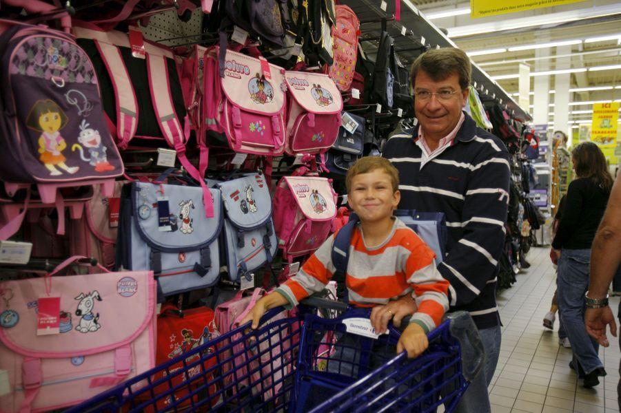 Courses de rentrée avec Xavier Darcos et son fils Gabriel, en 2008