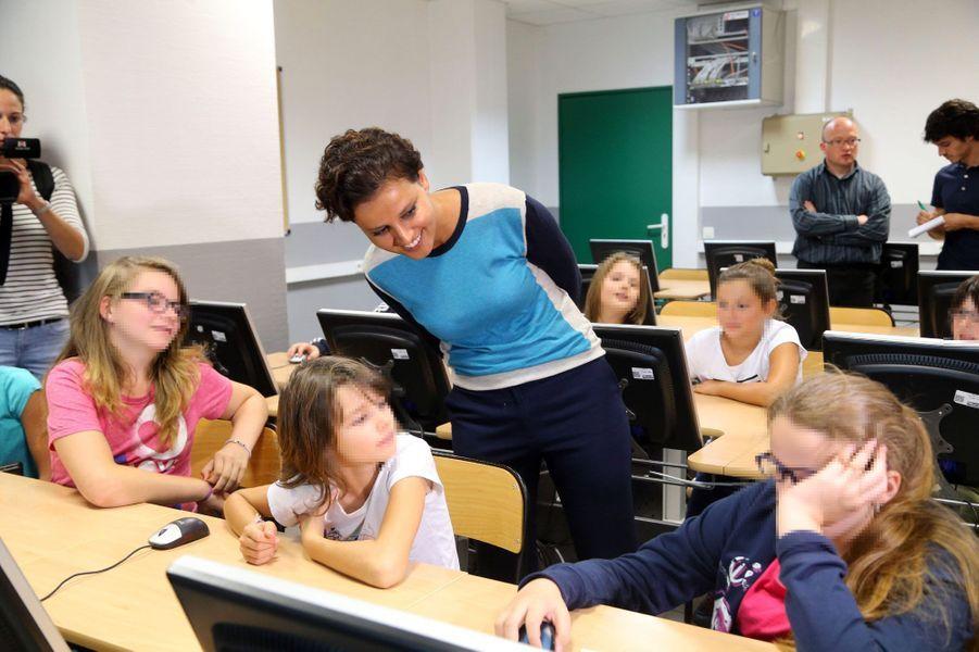 Najat Vallaud-Belkacem lors d'une visite d'école le 21 août