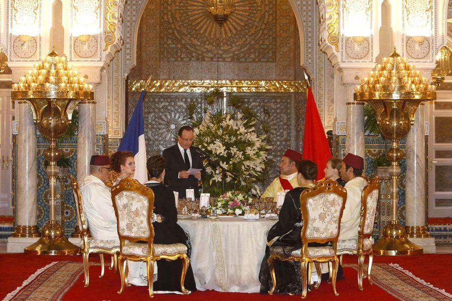 François Hollande tient un discours devant le roi, en avril 2013