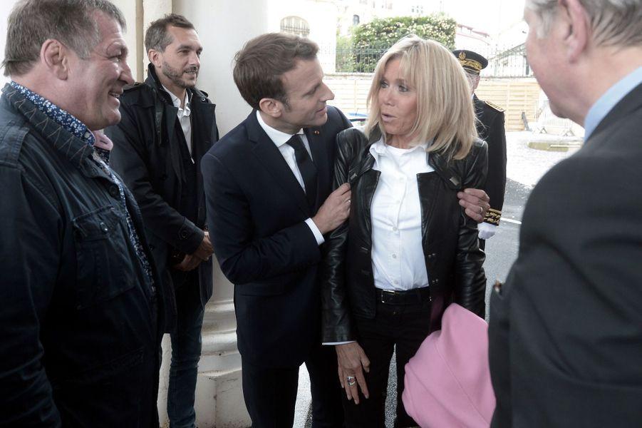 Emmanuel Macron et son épouse Brigitte vendredi à Biarritz.