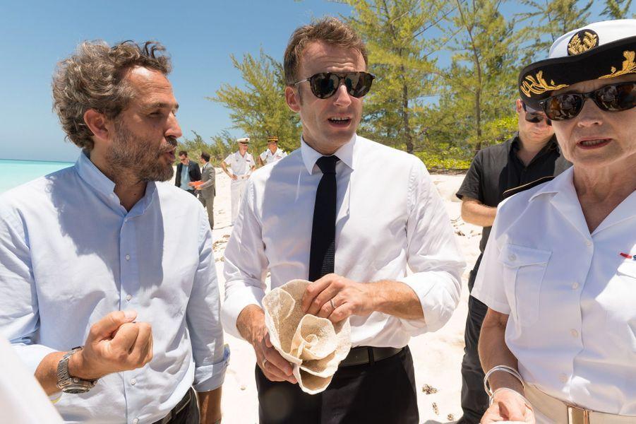 Emmanuel Macron visiteGrande Glorieuse et rencontre des scientifiques.