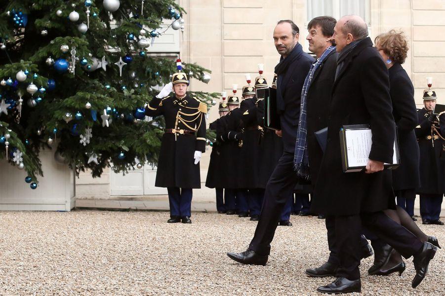 Édouard Philippe, Nicolas Hulot et Gérard Collombarrivent ensemble à pied à l'Élysée.