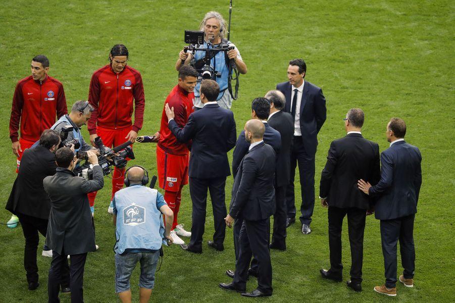 Emmanuel Macron et Thiago Silva, capitaine du PSG, en mai 2017 avant le match contre Angers.