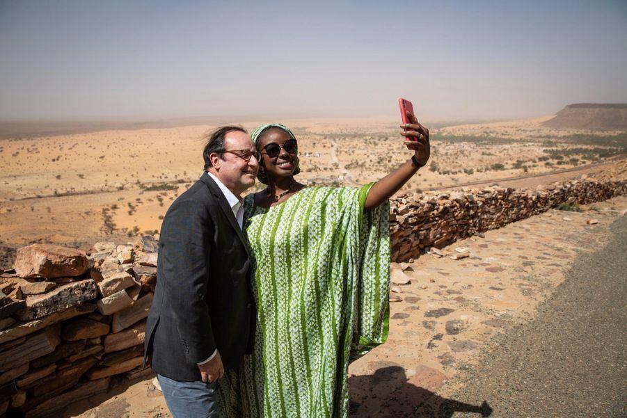 Selfie dans le désert, le 14février, à Atar, en Mauritanie.