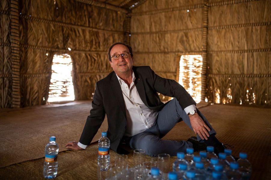Pause dans une cabane arrosée d'eau minérale.