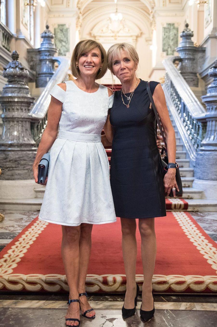 CarmenIohannis etBrigitte Macronau palais Cotroceni à Bucarest.