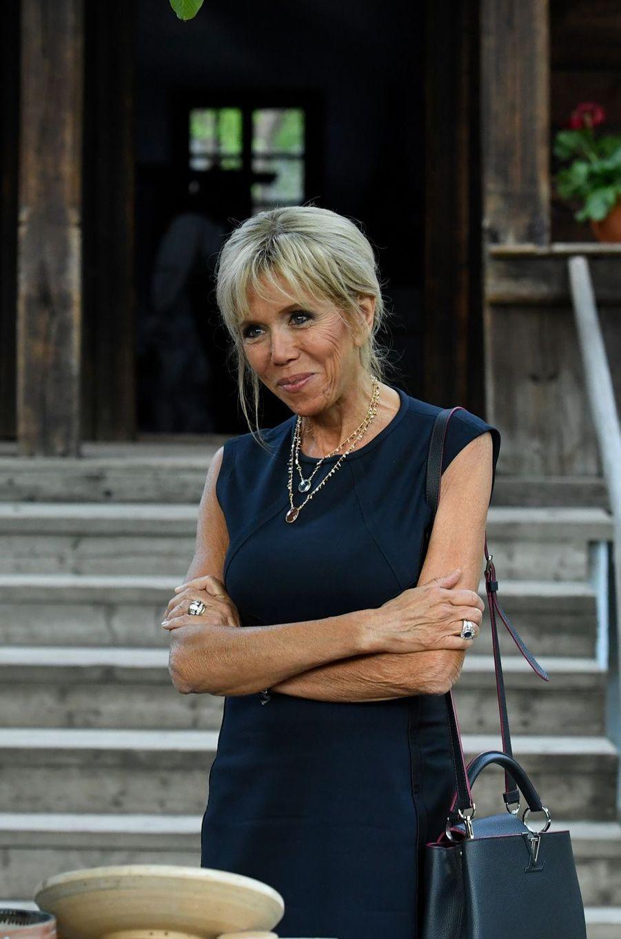 Brigitte Macronvisite lemusée du village roumain «Dimitrie Gusti» à Bucarest.