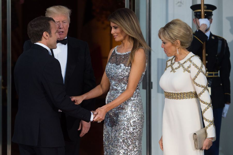 Donald et Melania Trump reçoivent Emmanuel et Brigitte Macron mardi soir à la Maison-Blanche pour le dîner d'Etat en l'honneur du couple présidentiel français.