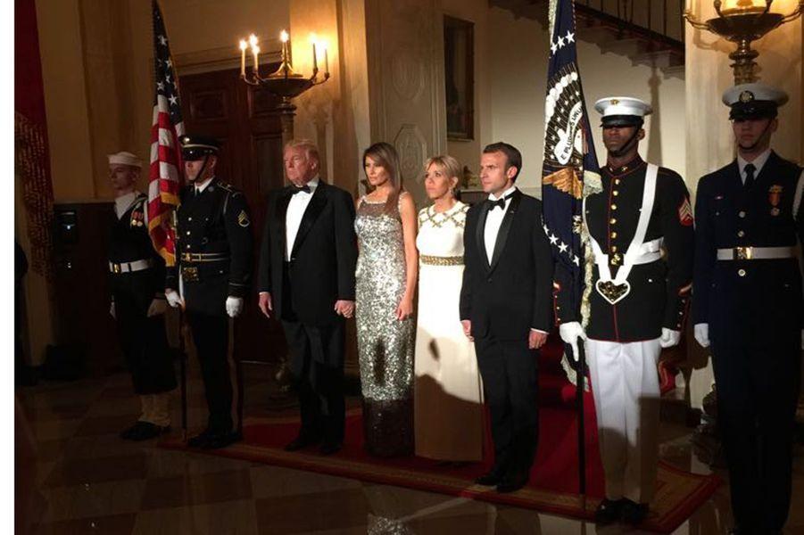 Donald et Melania Trump aux côtés deBrigitte et Emmanuel Macron, mardi soir à la Maison-Blanche pour le dîner d'Etat en l'honneur du couple présidentiel français.