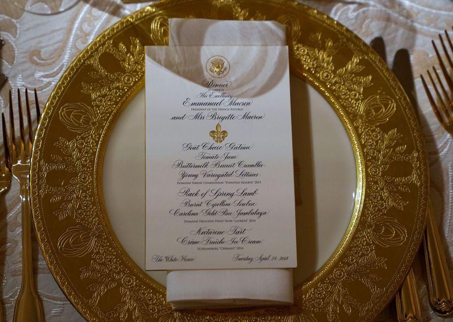 Le menu du dîner d'Etat :«gâteau» de fromage de chèvre, agneau et sauce Soubise, tarte aux nectarines et crème fraîche glacée.