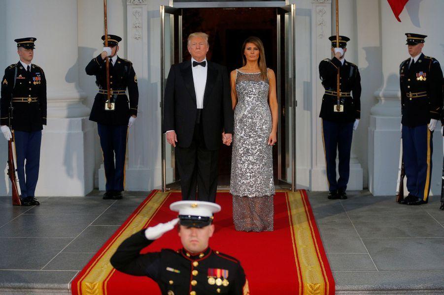 Donald et Melania Trump attendent Emmanuel et Brigitte Macron.