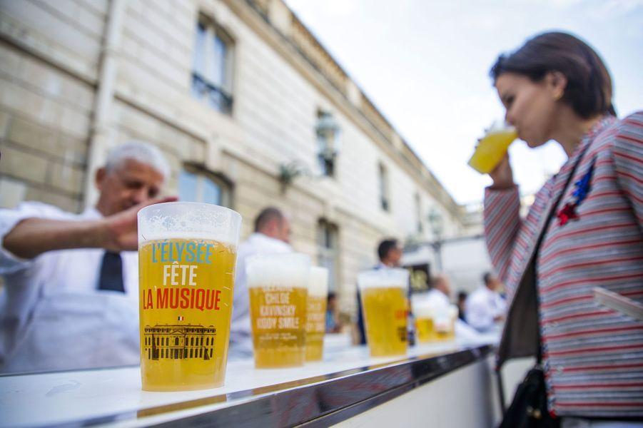 A la buvette de l'Elysée, la bière sans alcool était à 3 euros.