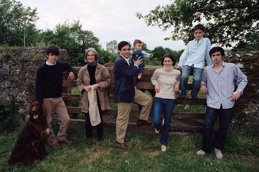 La famille Fillon toujours à Solesmes dans la Sarthe, en mai 2002.