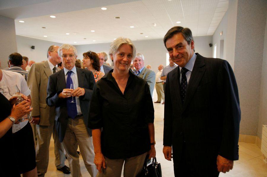 A Sablé-sur-Sarthe, en juillet 2009, François et Pénélope Fillon assistent au pot de départ de Pierre Molager, collaborateur du Premier ministre depuis 1996.