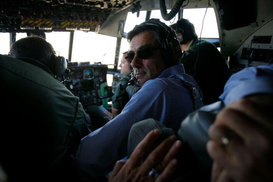En juillet 2009, François Fillon est en Irak avec une trentaine de chefs d'entreprise français pour renforcer les relations entres les deux pays. Le Premier ministre est à bord de l'Hercules C-130 entre Bagdad et Soleimaniya au Kurdistan irakien pour rencontrer le président Djalal Talabani.
