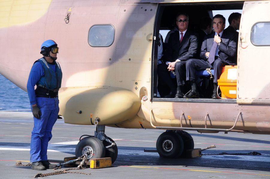 François Fillon sur le porte-avions Charles-de-Gaulle, en Arabie Saoudite.