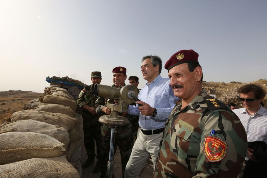 En juin 2016, François Fillon, candidat à la primaire de la droite et du centre, est en déplacement au Moyen-Orient. Il est ici sur la ligne de front avec les peshmergas kurdes, à 20 kilomètres de Mossoul, «capitale» de Daech en Irak.