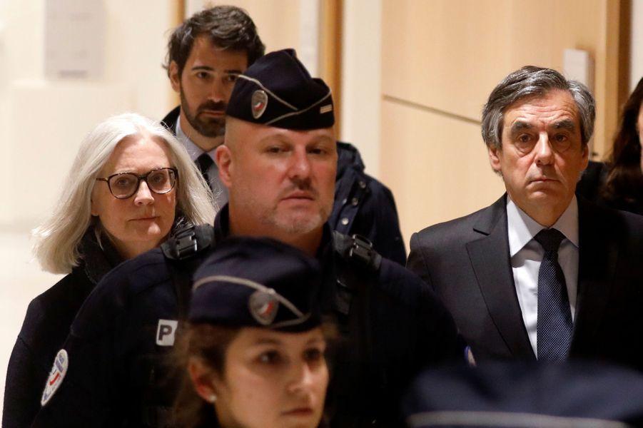 FrançoisFillon et son épouse Penelope lundi lors de l'ouverture de leur procès devant le tribunal correctionnel de Paris.