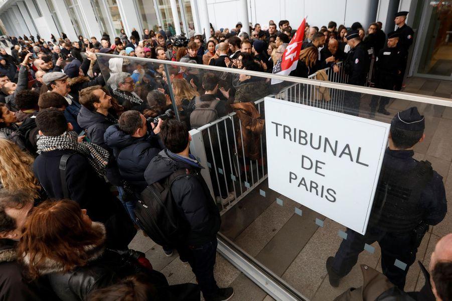 Des avocats engrève contre la réforme de leur régimede retraite, lundi devant le tribunal correctionnel de Paris.