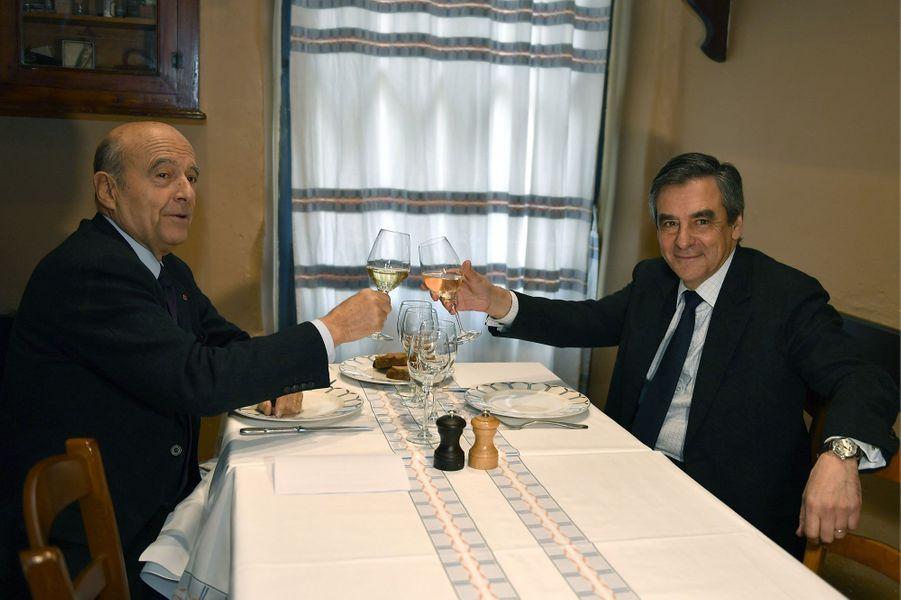 Alain Juppé et François Fillon déjeunent en tête-à-tête dans un restaurant bordelais.