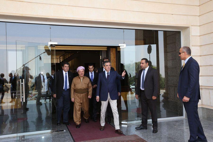 Samedi 4 juin, le président du Kurdistan irakien Massoud Barzani raccompagne François Fillon à l'issue de leur entretien.