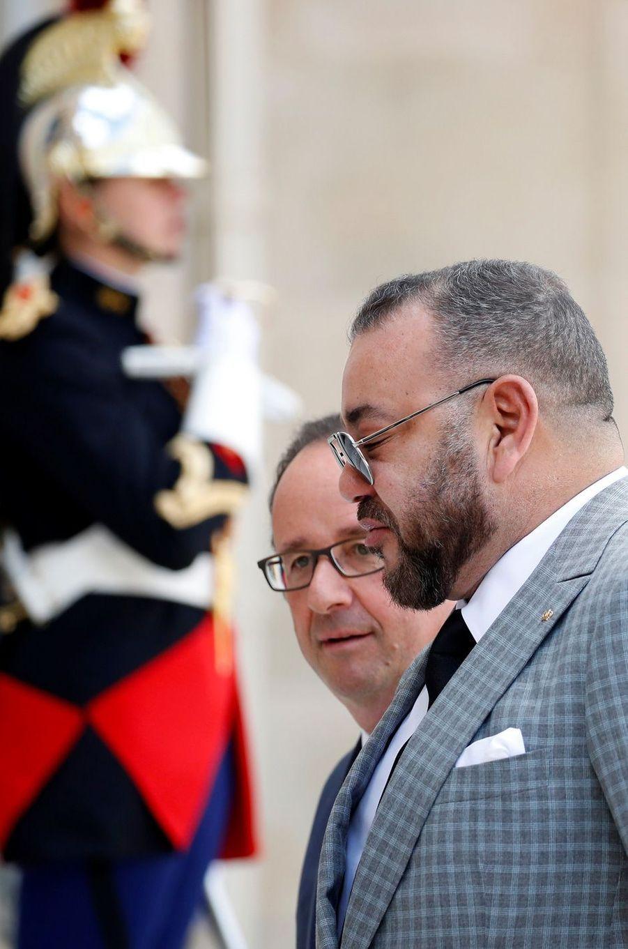 François Hollande a reçu le roi du Maroc Mohammed VI à l'Elysée, le 2 mai 2017.