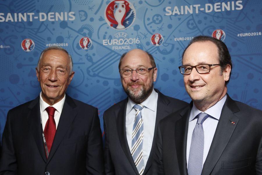 François Hollande dans les gradins du Stade de France pour France-Portugal.