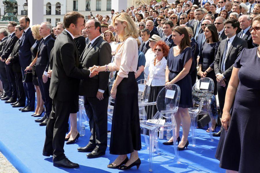 François Hollande, Julie Gayet, Nicolas Sarkozy Et Carla Bruni À La Cérémonie De L'entrée Au Panthéon De Simone Veil ( 15
