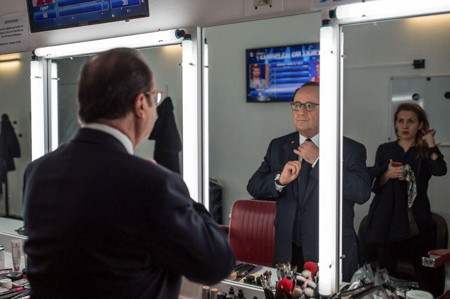 Séance de maquillage avant le 20 heures pour l'ancien président, le 10 avril.