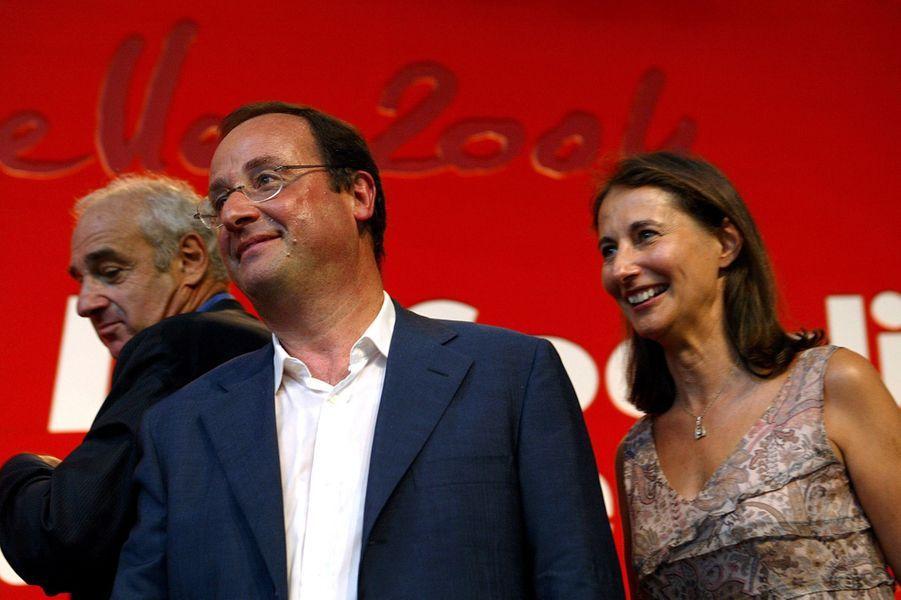 Francois Hollande, alors Premier secrétaire du PS et Ségolène Royal, Présidente de la région Poitou-Charentes, à l'université d'été de La Rochelle, en août 2004.