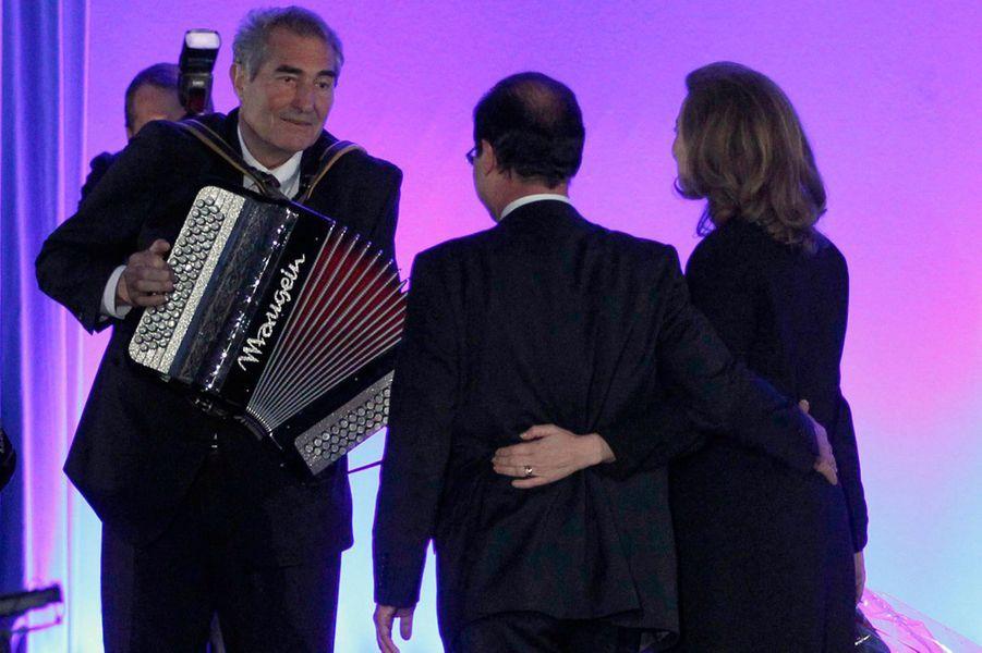 François Hollande et sa compagne Valérie Trierweiler , le 6 mai 2012, soir de sa victoire à la présidentielle, à Tulle.