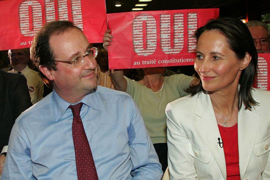 Francois Hollande et Ségolène Royal en mai 2005 lors de la campagne pour le référendum pour une Constitution européenne.