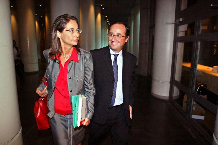 François Hollande et Ségolène Royal, députée socialiste, en septembre 2002 à Paris pour assister aux journées parlementaires du PS.