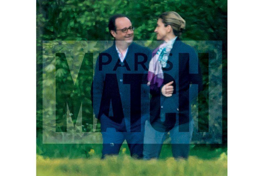 François Hollande et Julie Gayet à La Lanterne à Versailles le 17 avril 2017.