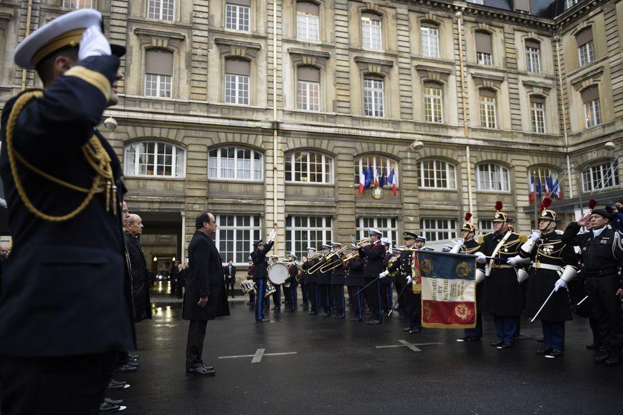 """François Hollande: """"Nous ne les oublierons jamais"""""""
