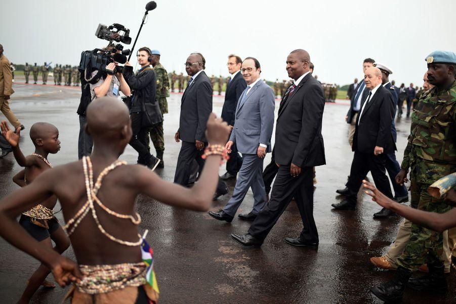 François Hollande à Bangui, en Centrafrique, le 13 mai 2016.