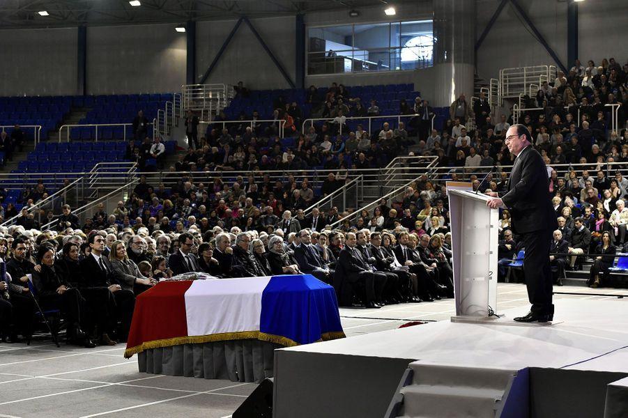 Le président de la République s'adresse aux 2000 personnes qui ont assisté aux obsèques de Henri Emmanuelli.