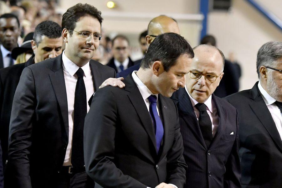Matthias Fekl, le nouveau ministre de l'Intérieur, et Bernard Cazeneuve, le Premier ministre, encadrent le candidat du PS, Benoît Hamon, qui fut un proche d'Henri Emmanuelli.
