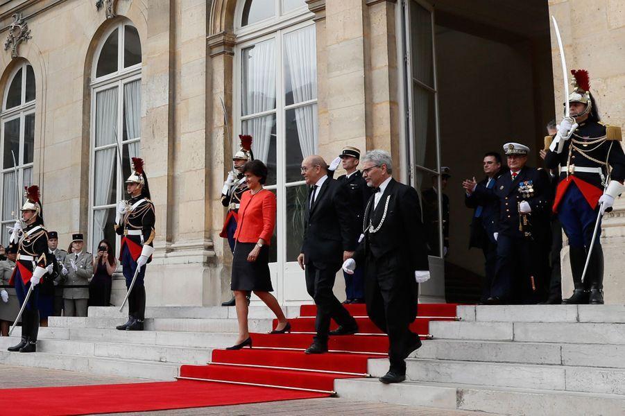Passation de pouvoirs au ministère de la Défense entreJean-Yves Le Drian et la nouvelle ministre Sylvie Goulard.