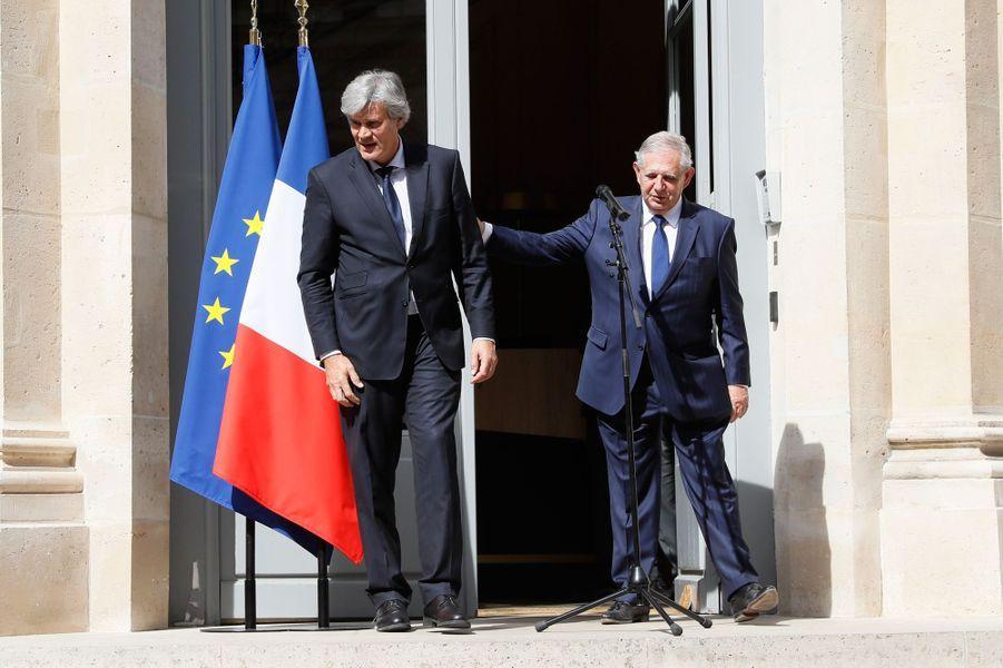 Stephane Le Foll et son successeur à l'Agriculture Jacques Mezard.