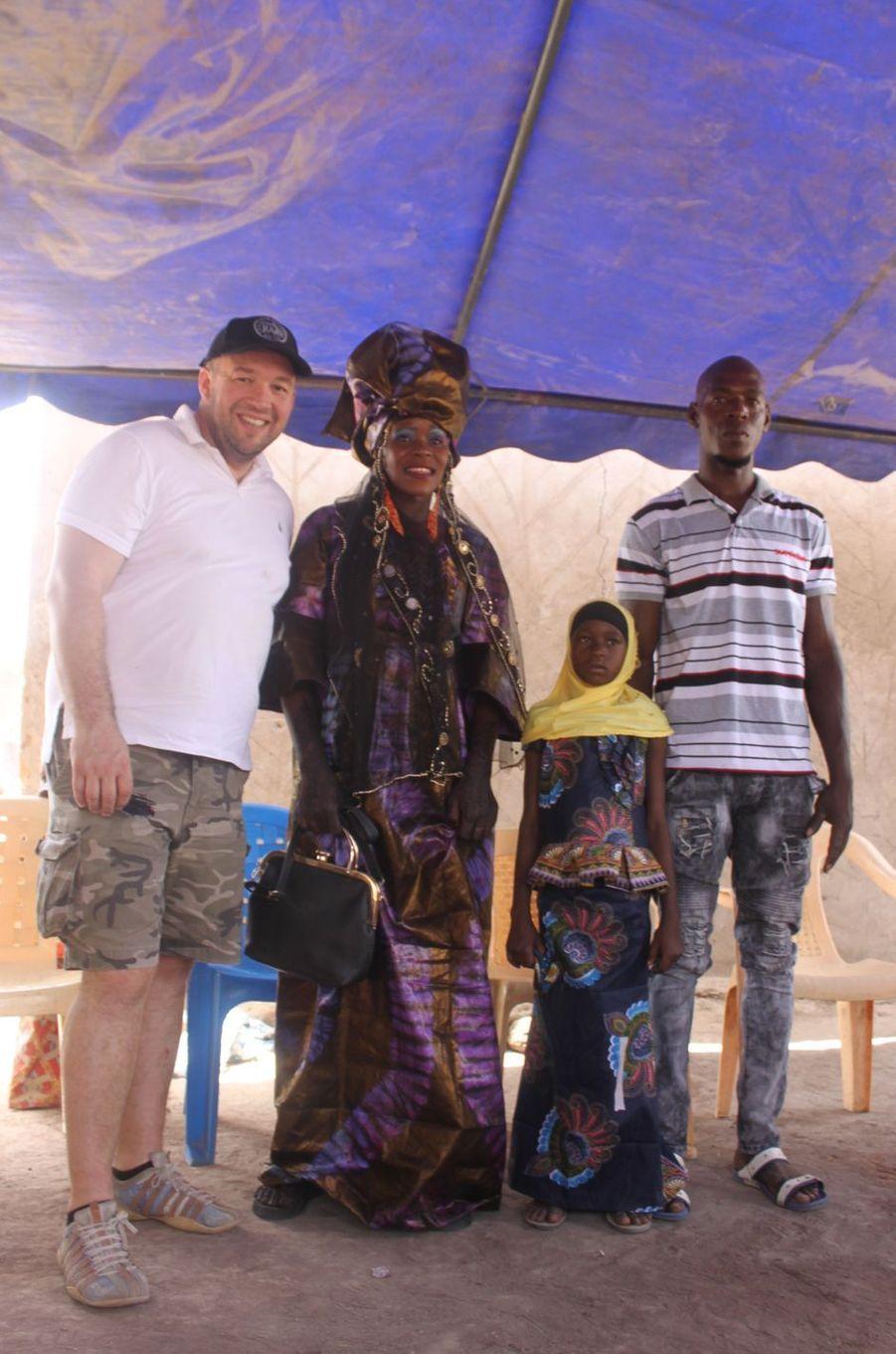 Guillaume Gomez aux côtés de Yandé et ses parents.