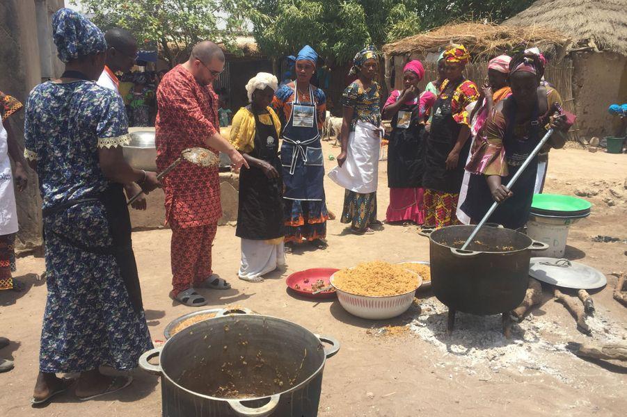 Préparation du repas, méthode et recettes locales.