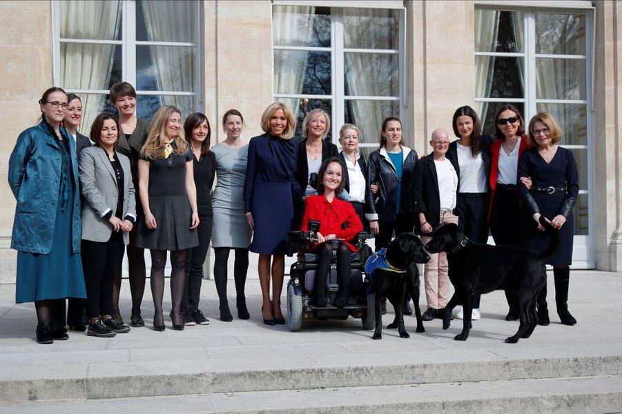 Vendredi 8 mars, Emmanuel Macron et àson épouse Brigitte ontinvité à déjeuner une dizaine de femmes en situation de handicap.