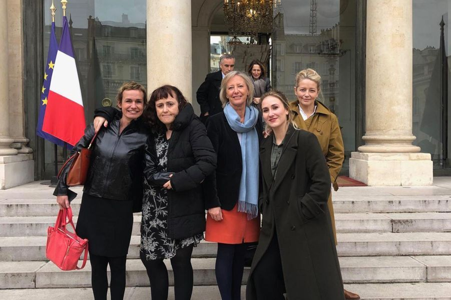 Sophie Cluzel entourée de SandrineBonnaire, sa sœur Sabine, sa fille Jeanne etLaure Marsac.