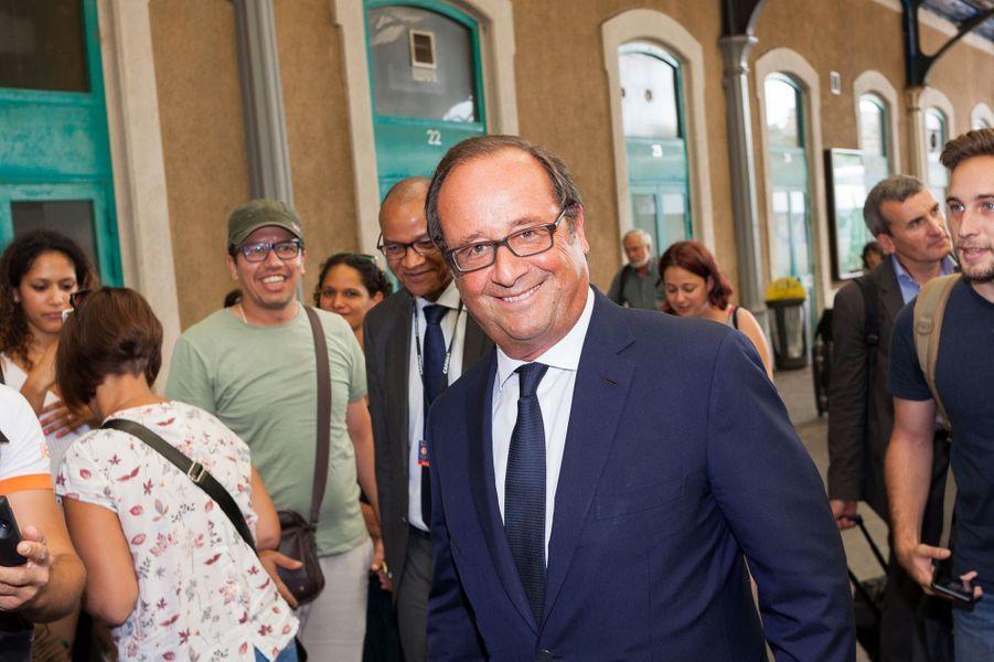 François Hollandeà la gare d'Angoulême.