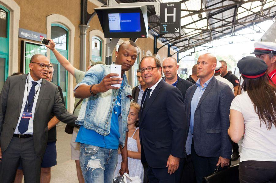 François Hollande à la gare d'Angoulême.