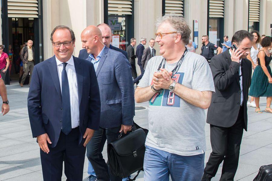 François Hollande et Dominique Besnehard à la gare d'Angoulême.