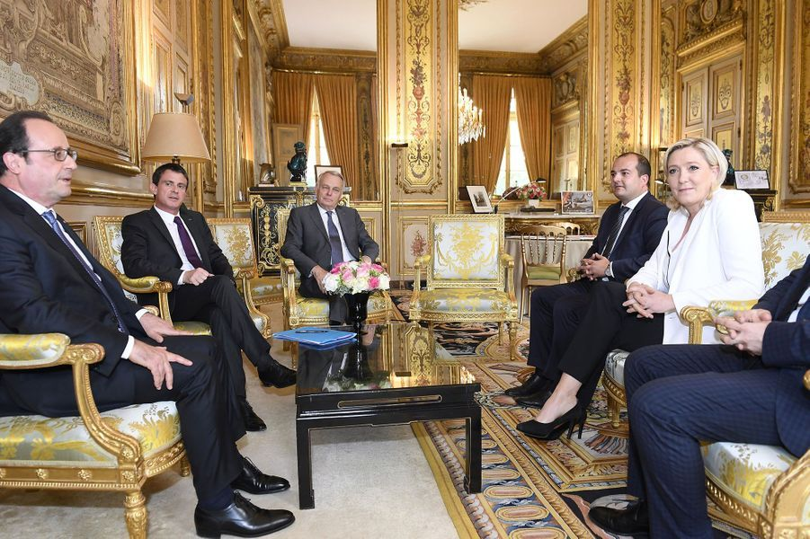 François Hollande, Manuel Valls , Jean-Marc Ayrault , Marine Le Pen et Florian Philippot
