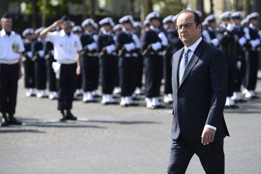Le chef de l'Etat sur les Champs-Elysées