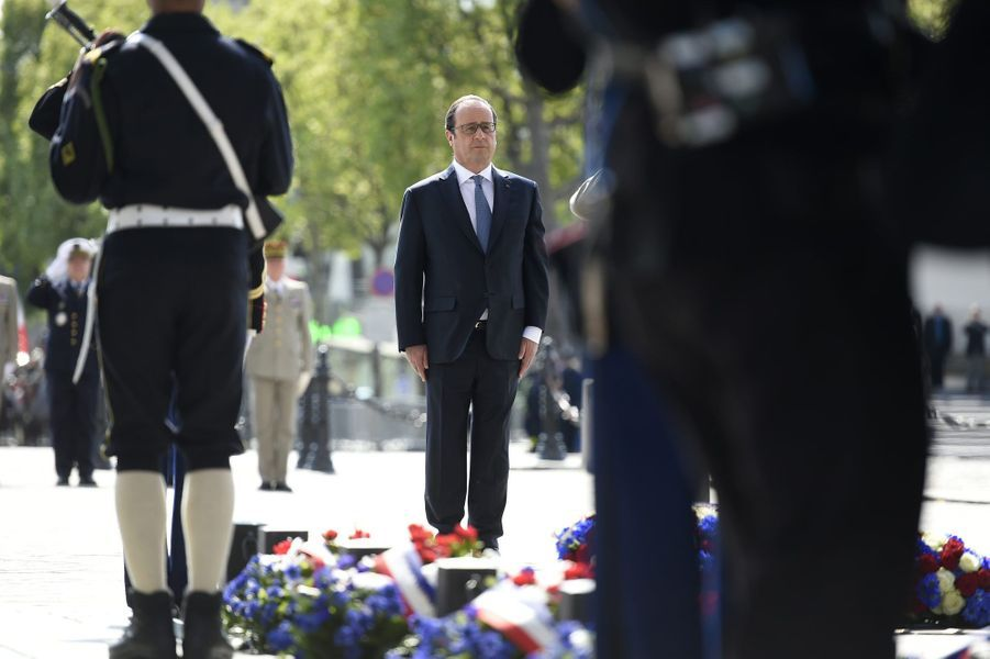 Le président de la République s'est recueilli sur la tombe du Soldat inconnu